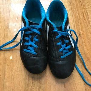 EUC Boys soccer shoes size 2